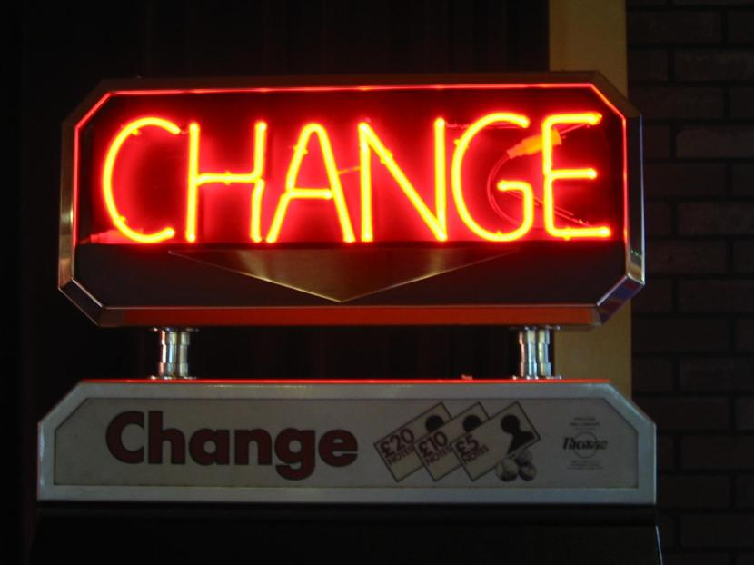 Neon_sign,_-CHANGE-